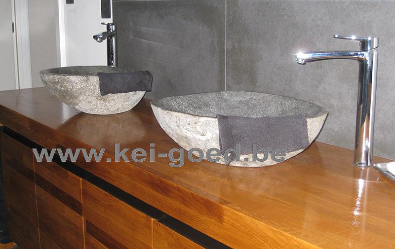 Thiierry meubles dans la salle de bains avec vier en for Evier salle de bain en pierre