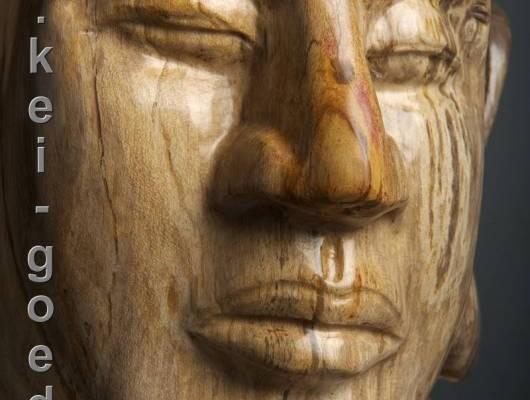 versteend-hout-buddha-beeld