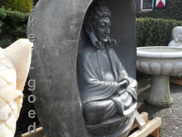 Boeddha beeld op stupa