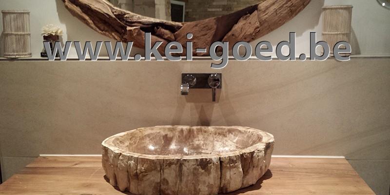 lavabo versteend hout