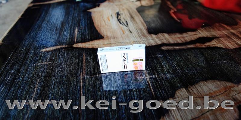 versteend hout tafelblad vakkundig gepolijst