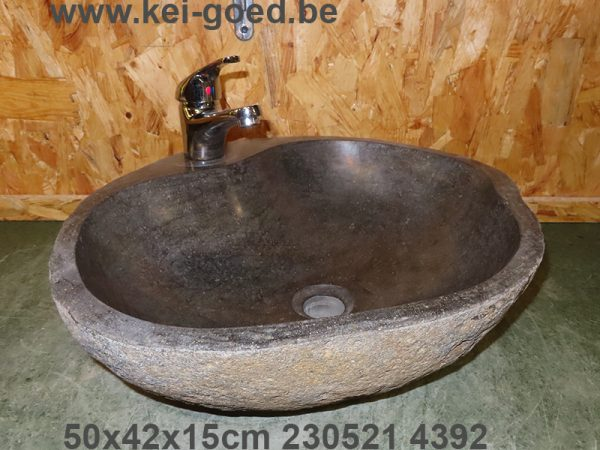 rivierstenen lavabo met kraangat