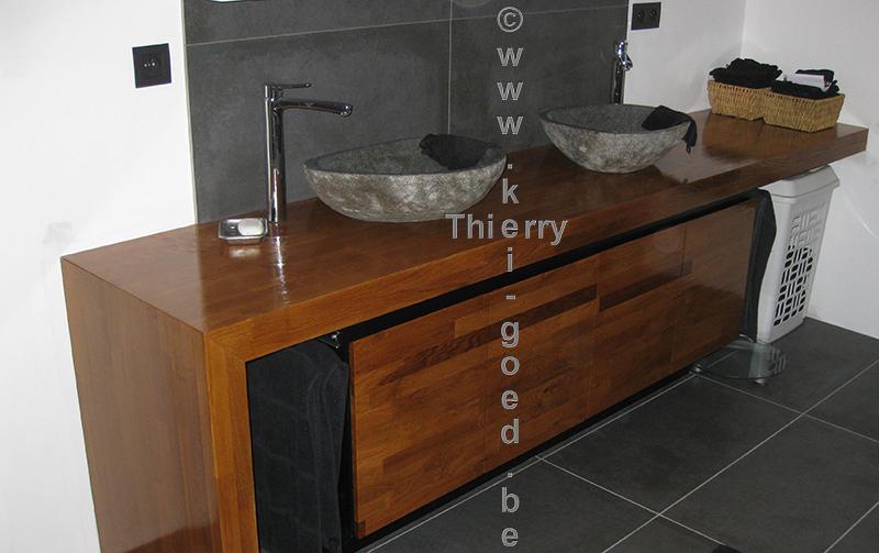 Rivierstenen waskom op eiken verlijmd werkblad thierry kei - Badkamermeubels steen ...