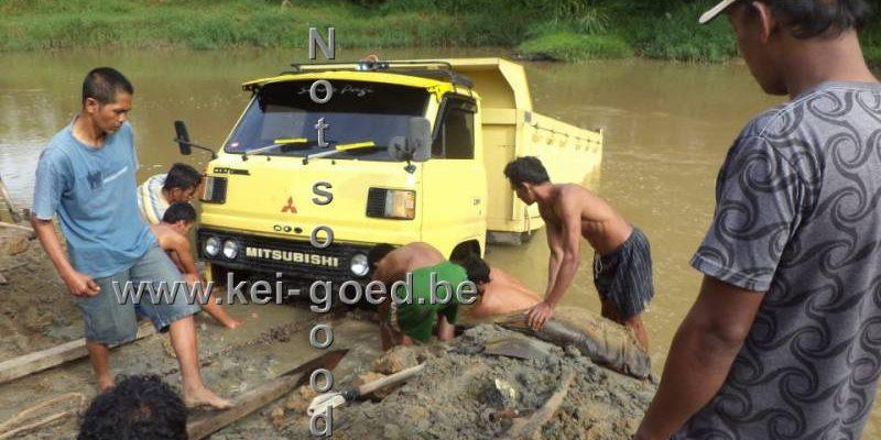 riviersteen versteend hout transport
