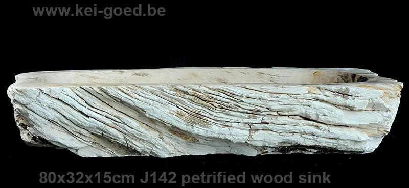wasbak van gefossiliseerd hout