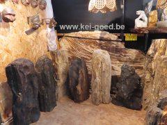 diversen ornamenten van versteend hout