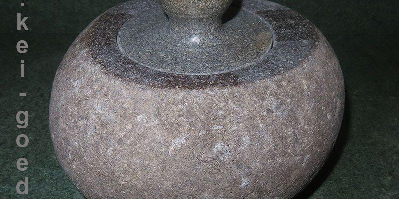 toples pot van natuursteen