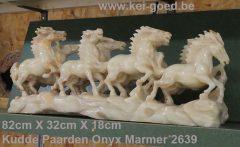 kudde paarden van onyx marmer