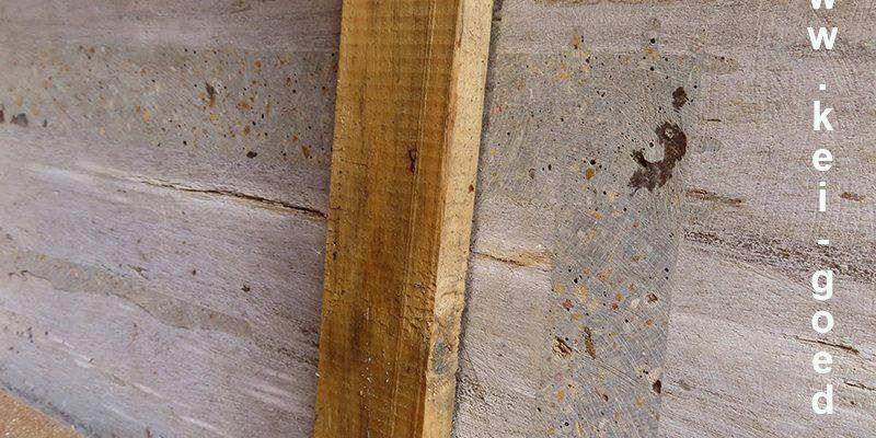 versteend houten blad verstevigd met ijzer